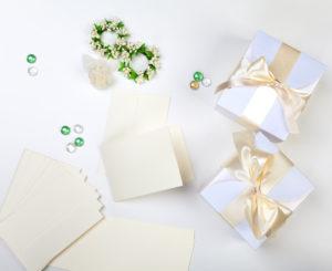 Por que oferecer mimos e convites especiais de casamento para os padrinhos?